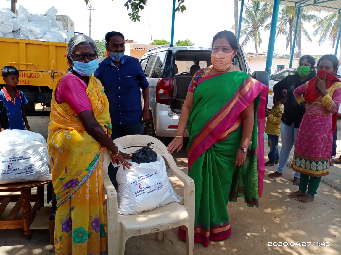Hygiene kits and groceries distributions